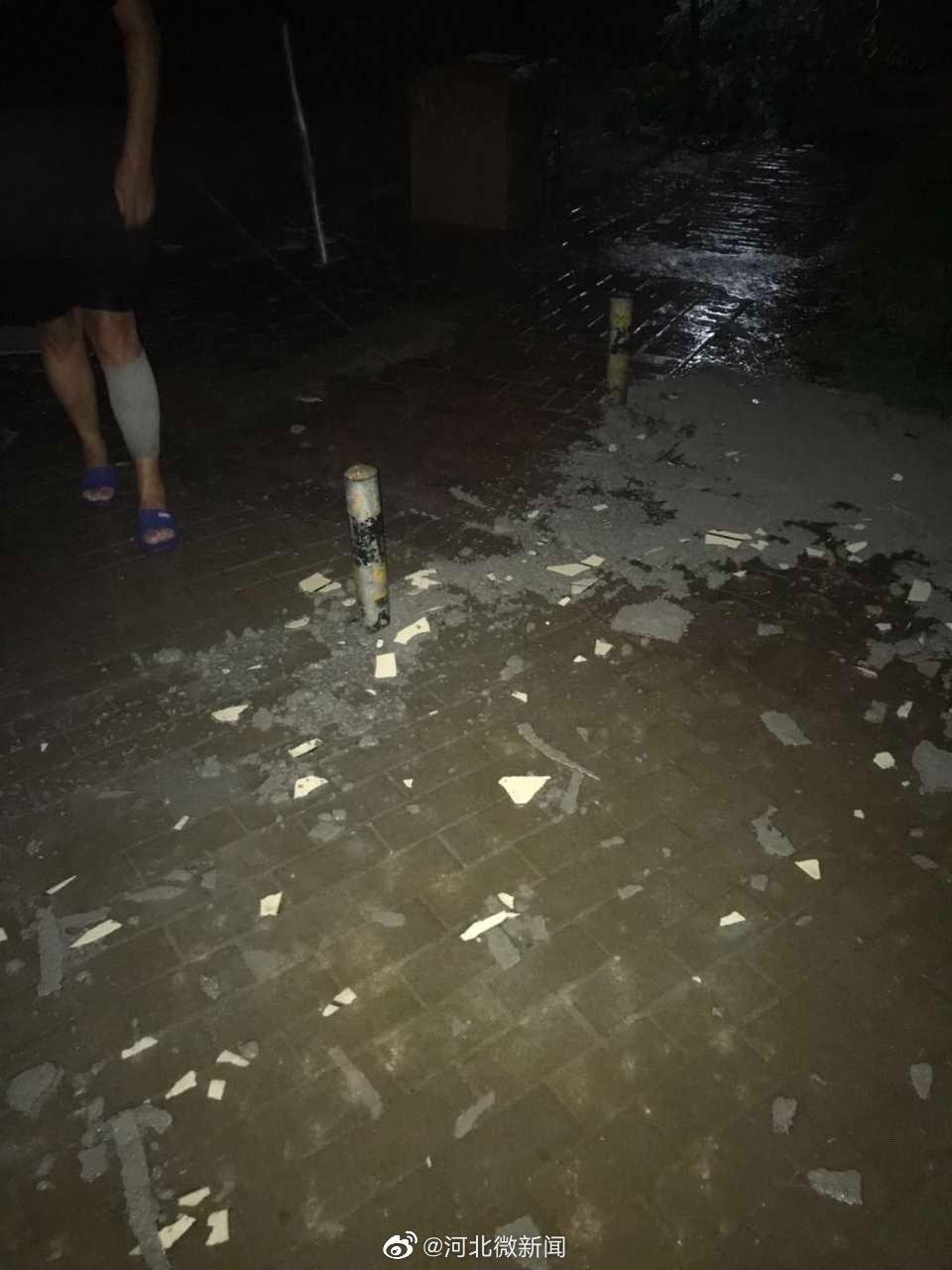 网友:石家庄鹿泉棕榈湾,昨天晚上鹿泉7点15分刮大风下大雨