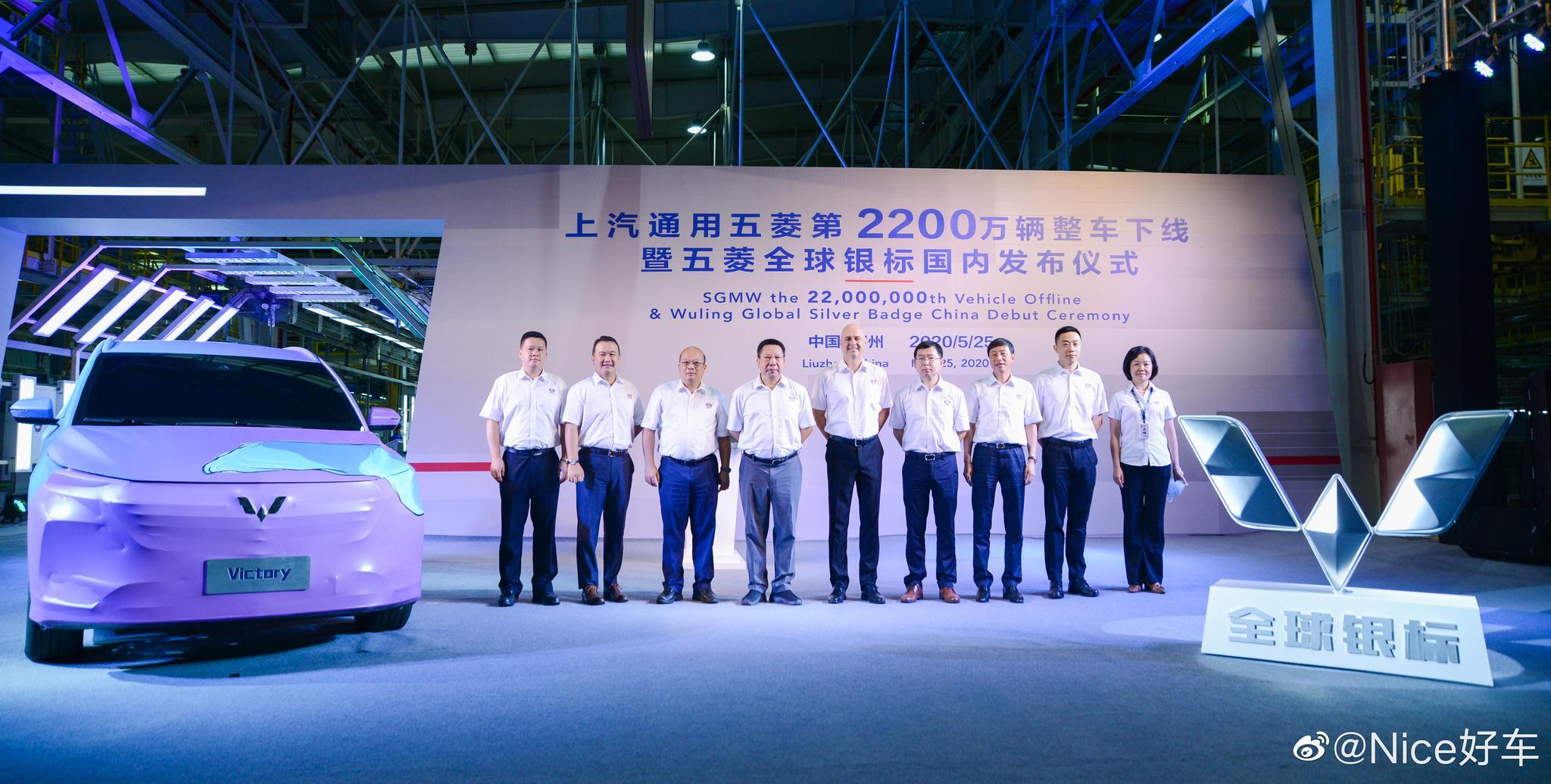 今天,上汽通用五菱宣布成为首家产量突破2200万辆的中国汽车企业