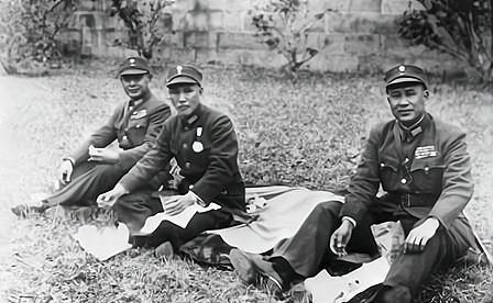 他跟老蒋同学,是陈诚白崇禧的老师,两个儿子为解放战争贡献很大