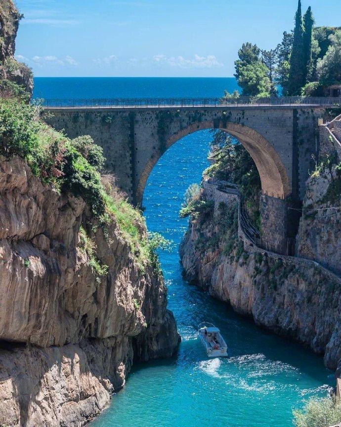 意大利的夏日之海。