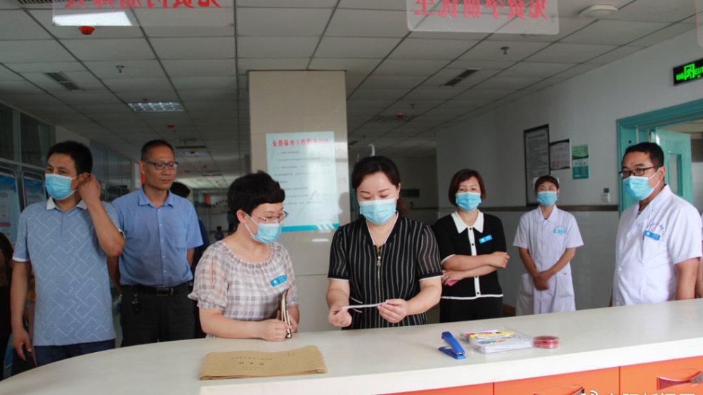 安阳市卫健委副调研员王霞一行到安阳县人民医院调研指导工作