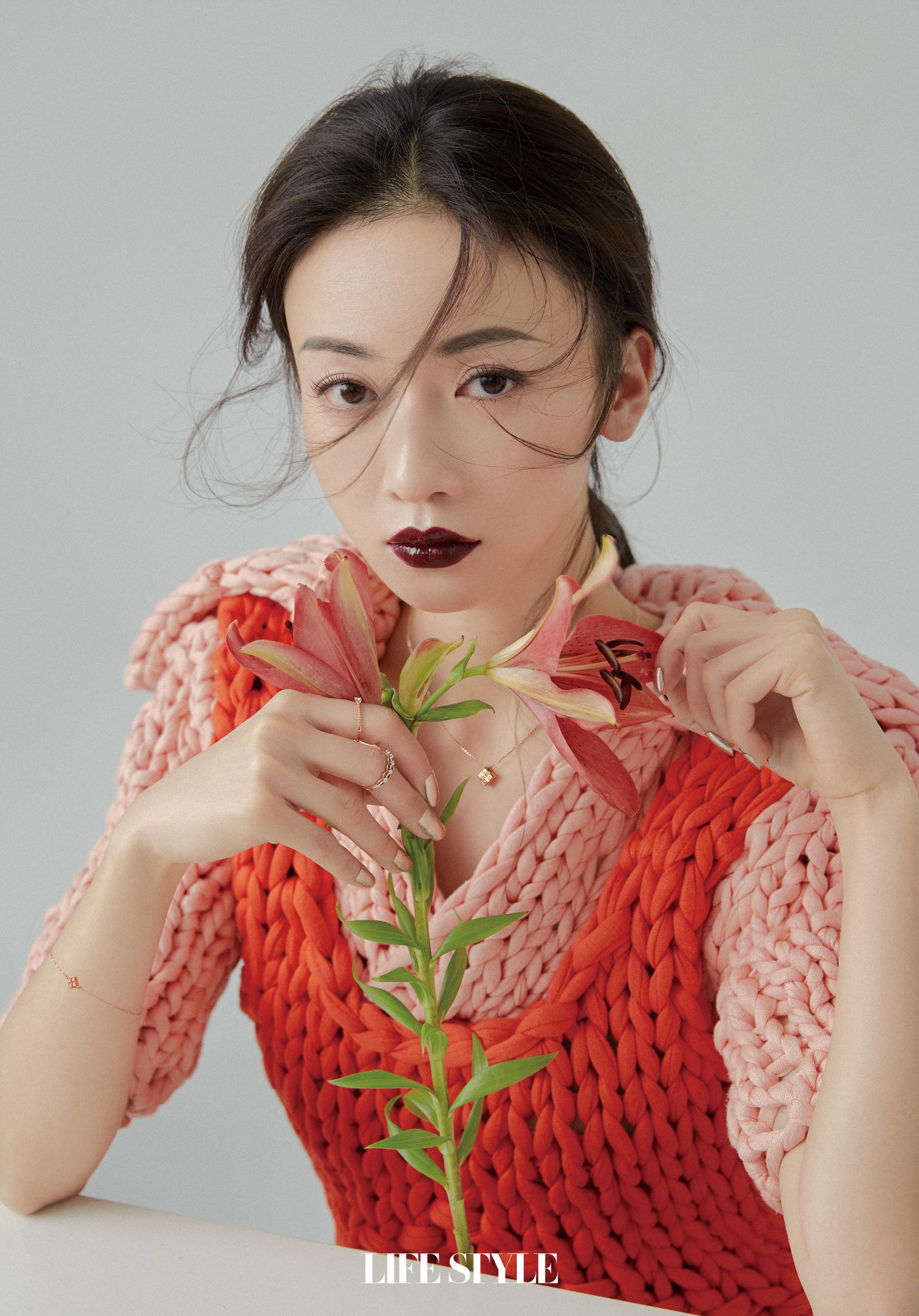 欢娱影视演员@吴谨言 登《精品购物指南》三月刊封面