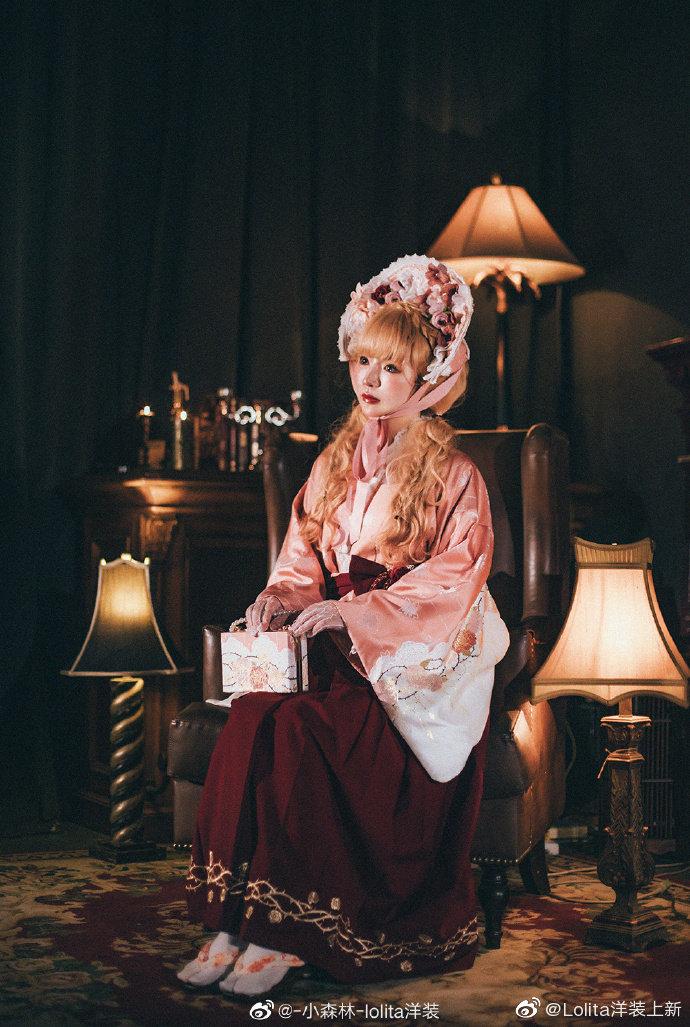 电阻:@-小森林-lolita洋装             裙子:大正玫瑰  图透