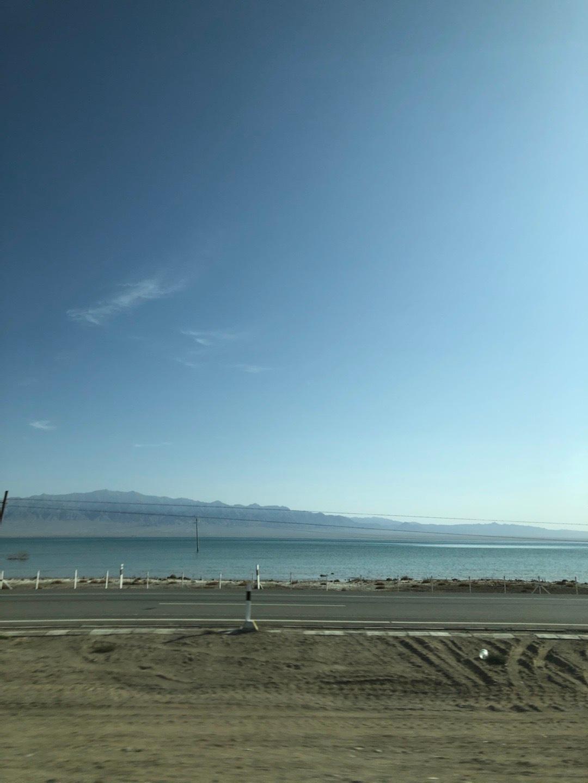 如果说青海是荒芜的,可是偏偏有明珠一样的湖泊,美丽的不像话