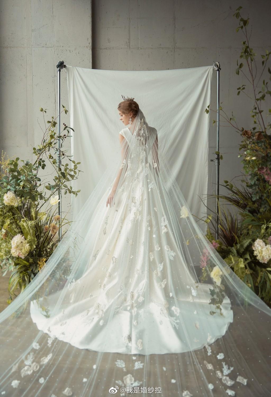 婚纱来自:Rian Marie
