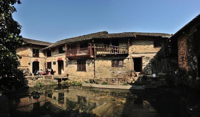 """继凤凰古城后,湖南被遗忘村落走红,屋舍1732间,号称""""民间故宫"""""""