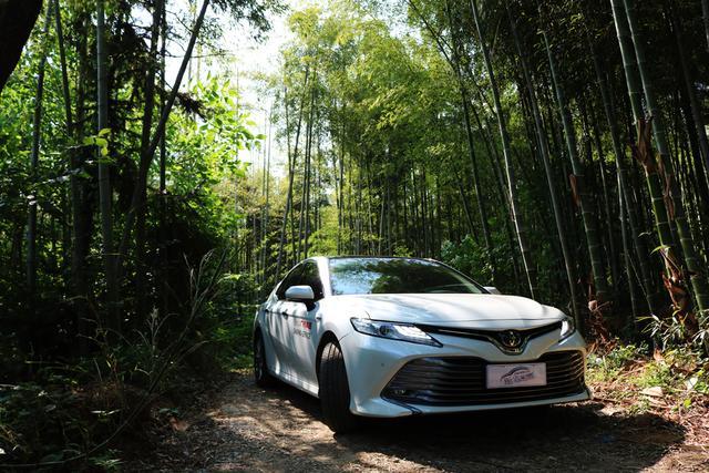 换血新生 型男中级车 丰田凯美瑞双擎2.5HG评测