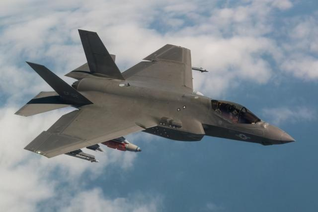 美媒:歼-20性能未必比F-22好,数量也没美国隐身战机多