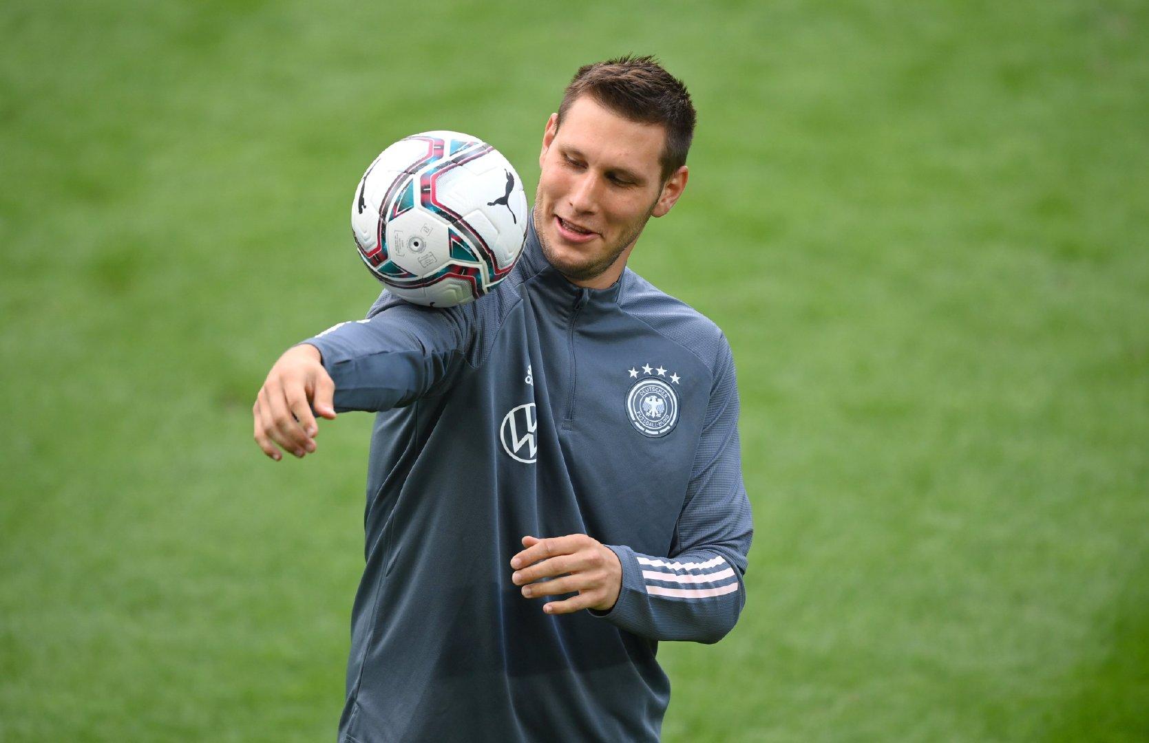 聚勒和萨内在德国队昨天的训练中。