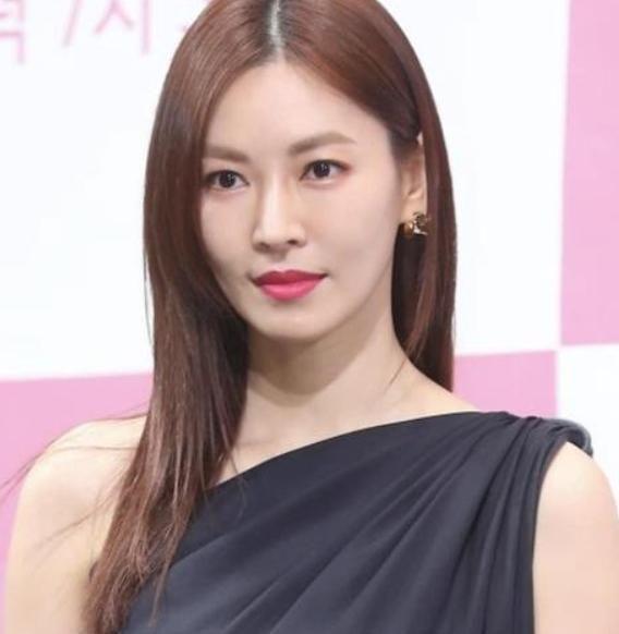 金素妍新剧变身富家小姐,与李尚禹因戏生情,婚后变身幸福小女人