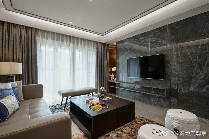 选材均为质感精致的石材、壁布、木面和金属