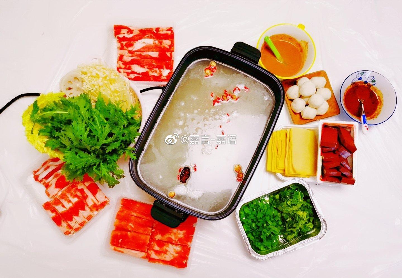 又不知道吃啥了,那就火锅吧,孩儿姥爷给寄的酸菜和哈尔滨红肠