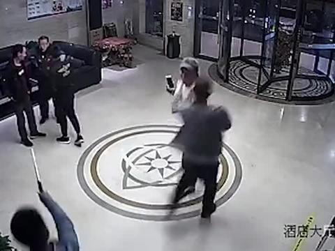 5秒控场!张家口警方雷霆出击 一个搂脖摔瞬间制服吸毒人员