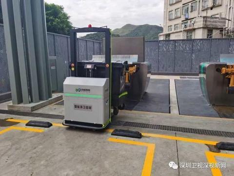 """科技创新为环卫工人""""减负""""!智能环卫机器人在深圳""""上岗"""""""