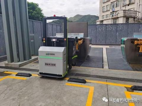 """科技创新为环卫工人""""减重""""!国内首个智能环卫机器人在深圳""""上岗"""""""