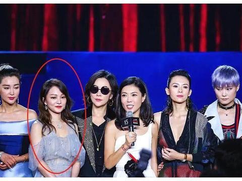 时尚盛典大合照:刘雯闭眼,佟丽娅比宋茜显胖,大家都不想站C位