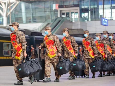 30名清华北大学子奔赴军营,今年大学生为何争相入伍?