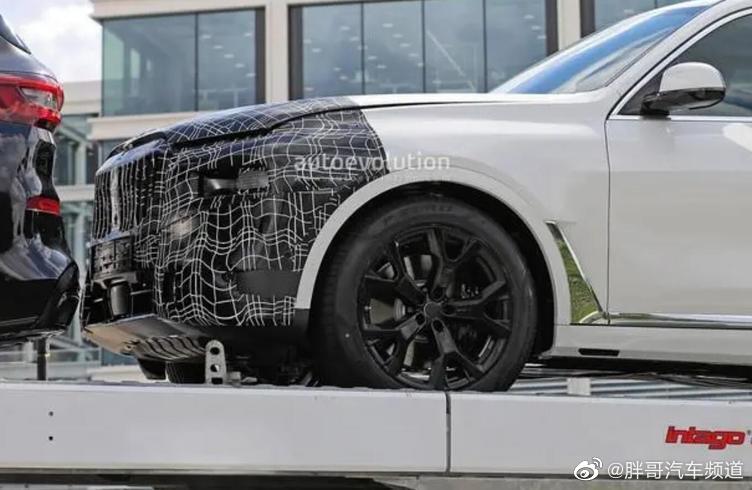 宝马新款X7海外谍照曝光,目前看来新车并没有太大变化