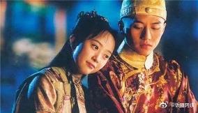 邓超出演过两部清宫剧《少年天子》《少年康熙》,里面美女很多