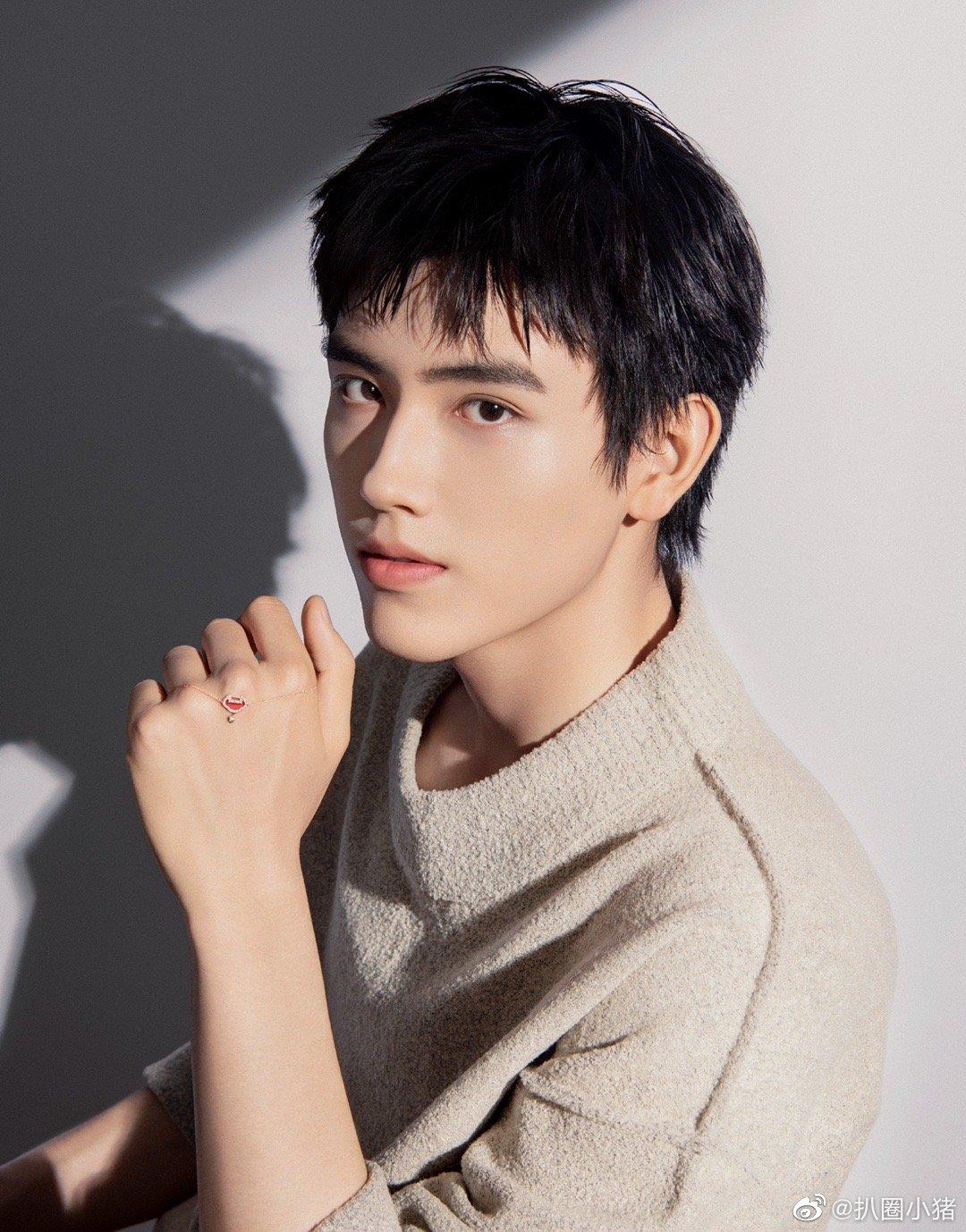 陈飞宇 吴磊主演的我们的时代今日开机,期待两位帅哥的合作吗?
