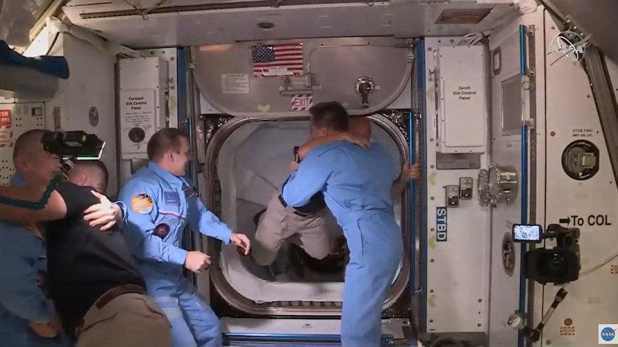 """""""龙""""飞船的两名宇航员"""
