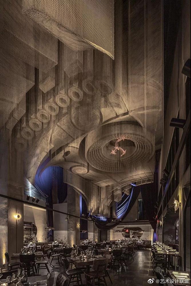 建筑案例·纽约教堂餐厅 Fillmore,雕塑式吊顶  Tresoldi Studio