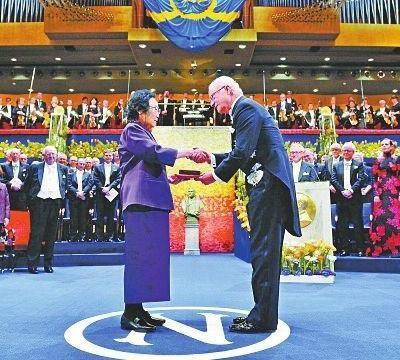 90岁曾获诺奖的屠呦呦,虽未能成为院士却在今年再获1项国际荣誉