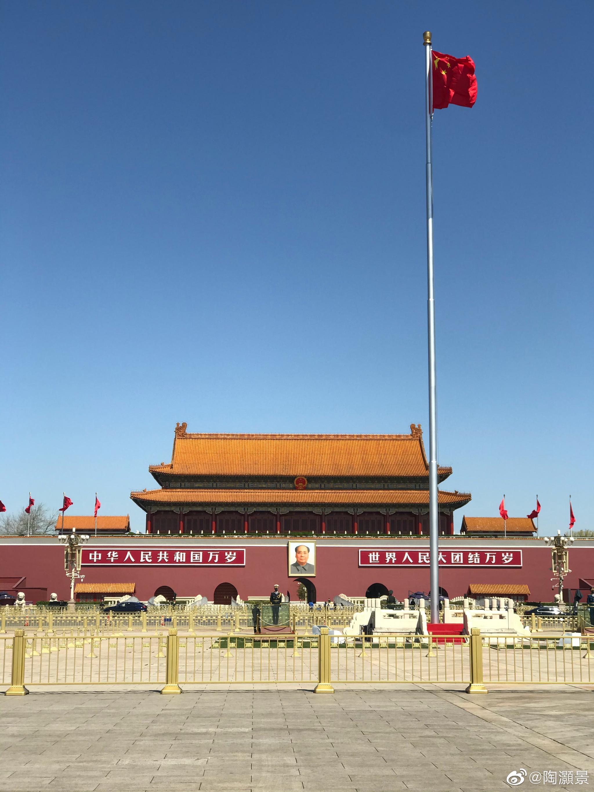 中华人民共和国万岁!世界民族大团结万岁!毛泽东思想万岁