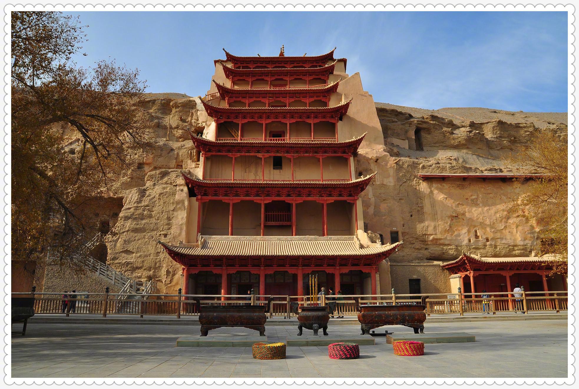 世界文化遗产-甘肃敦煌莫高窟,有洞窟735个,壁画4