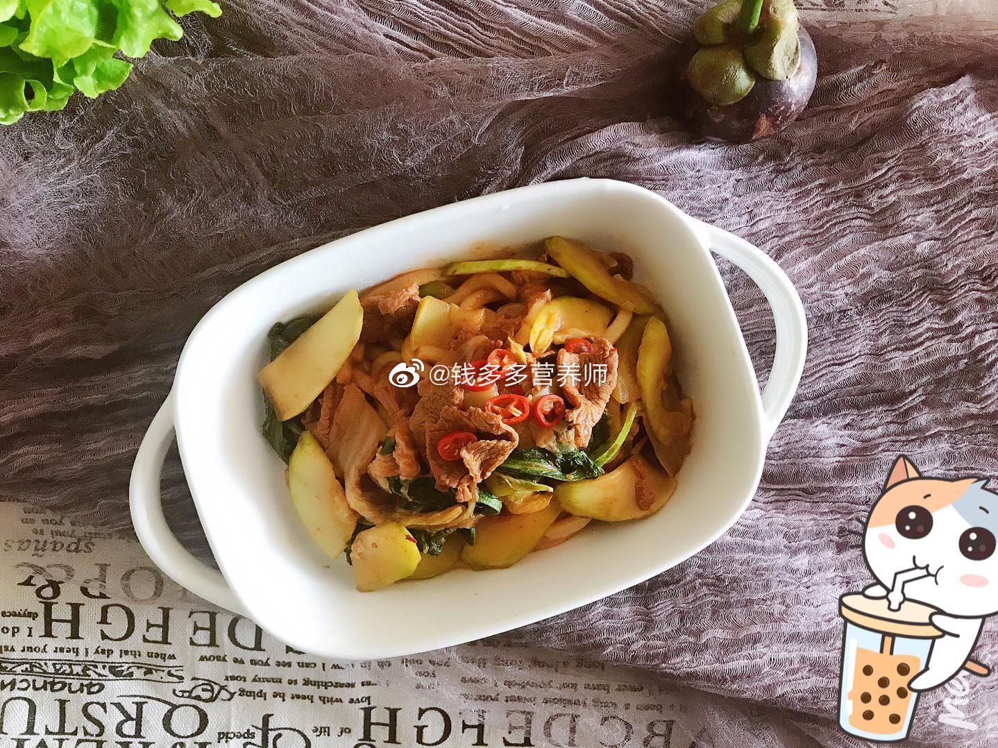辣白菜羊肉西葫芦炒乌冬面:瘦身一样吃的美滋滋