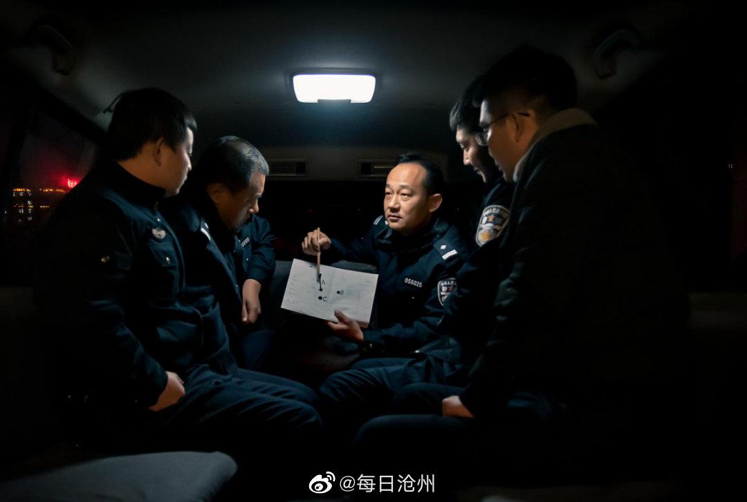沧州黄河路派出所一天抓获两名网上逃犯