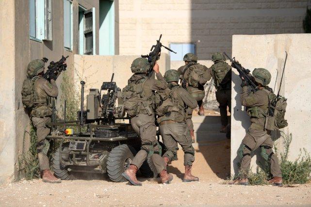 以色列国防军官方证实,以军地面部队在战机掩护下进攻加沙