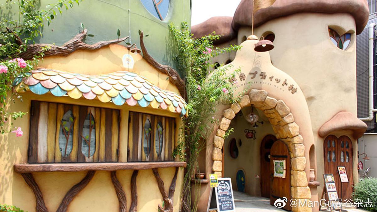 今天曼谷杂志要带大家去一家以《爱丽丝梦游仙境》为主题咖啡店The Fa