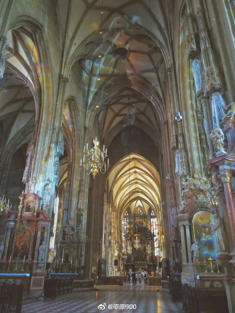 维也纳的斯蒂芬大教堂:位于奥地利维也纳的芬大教堂是维也纳的象征