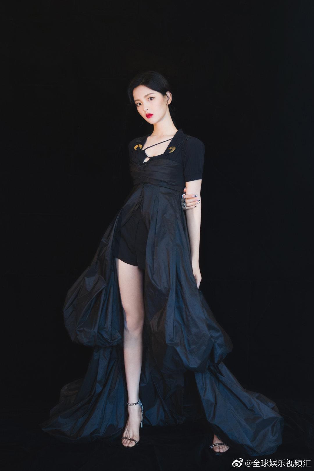 今日女星衣品最佳裙子造型特别,是红毯该有的样子!妆容也很美!