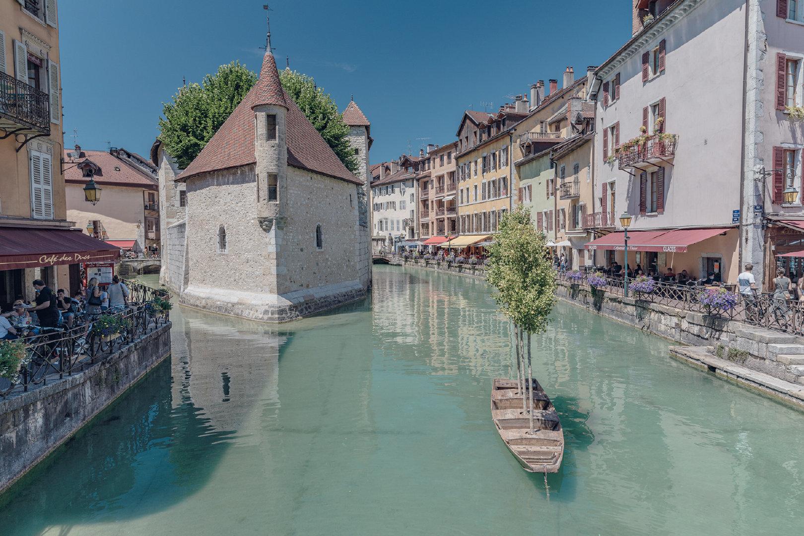距离日内瓦不到40公里法国南部小镇安纳西