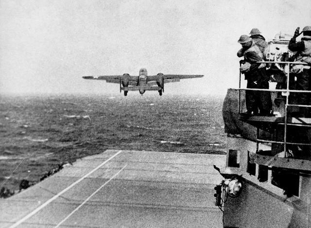 东京上空惊心动魄30秒,陆军轰炸机登航母,杜立特空袭东京之战