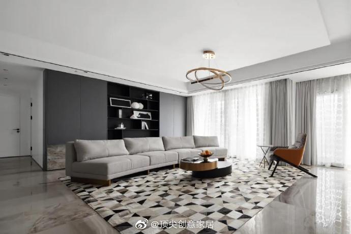 270㎡现代极简大宅,繁华之中的静谧空间