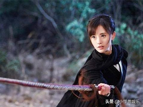 同样用鞭子做武器,赵丽颖、蔡少芬帅呆了,秦岚却变身野蛮女友!