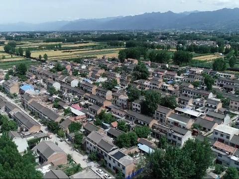 """西安一村庄村民用大熊猫""""便便""""造纸 这样的纸你敢用吗?"""