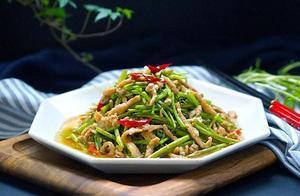 美食推荐:菠萝炒年糕、青菜蚝油炒香菇、胡萝卜炒香芹、芦蒿炒肉