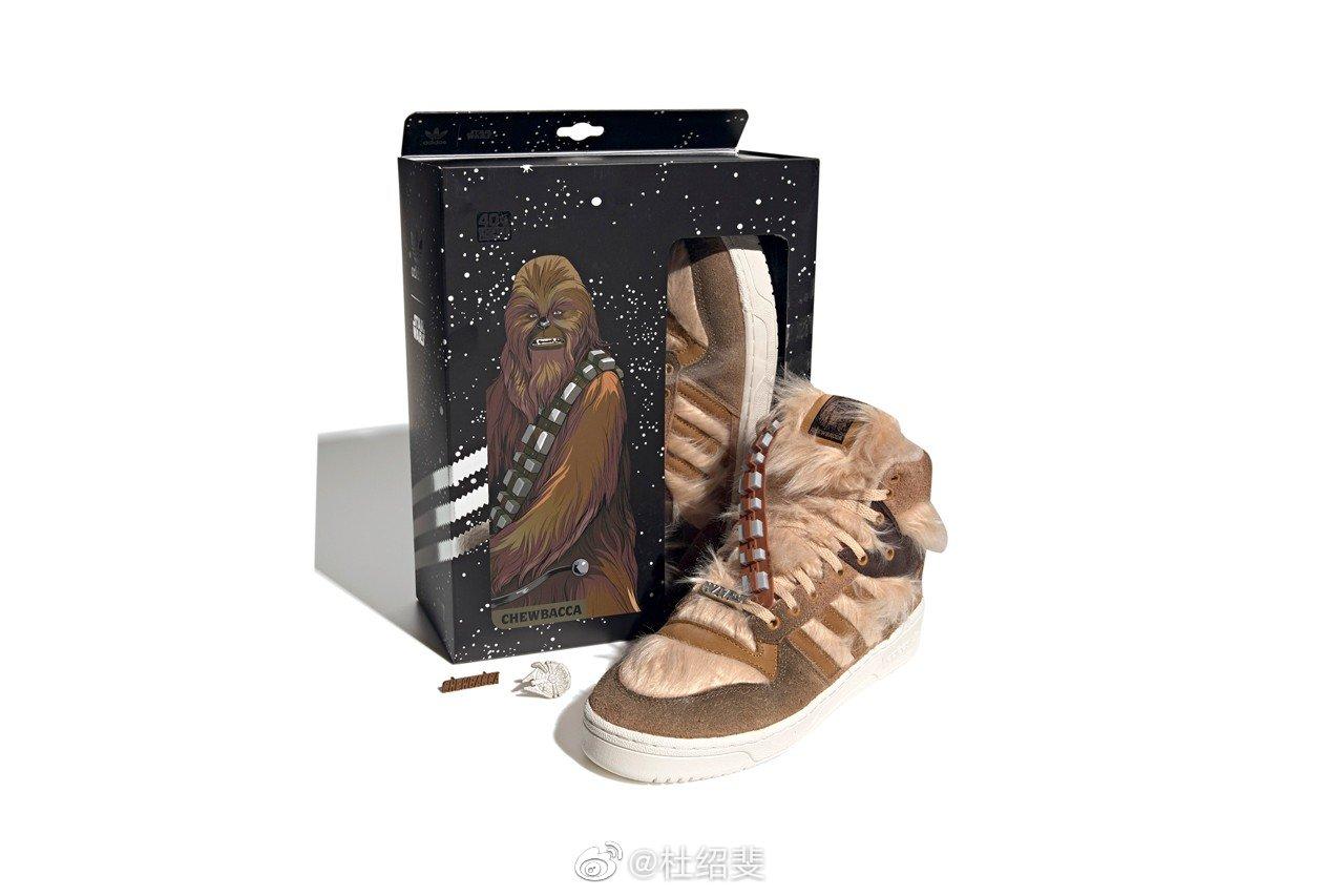 哦豁~  星战阿丘皮草鞋款,保暖度应该毋庸置疑了吧。