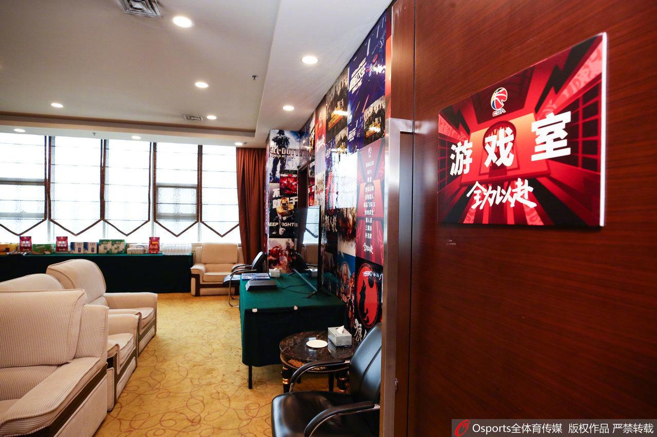 感受下CBA季后赛球员们的休闲生活区,这样的游戏室太让人羡慕了