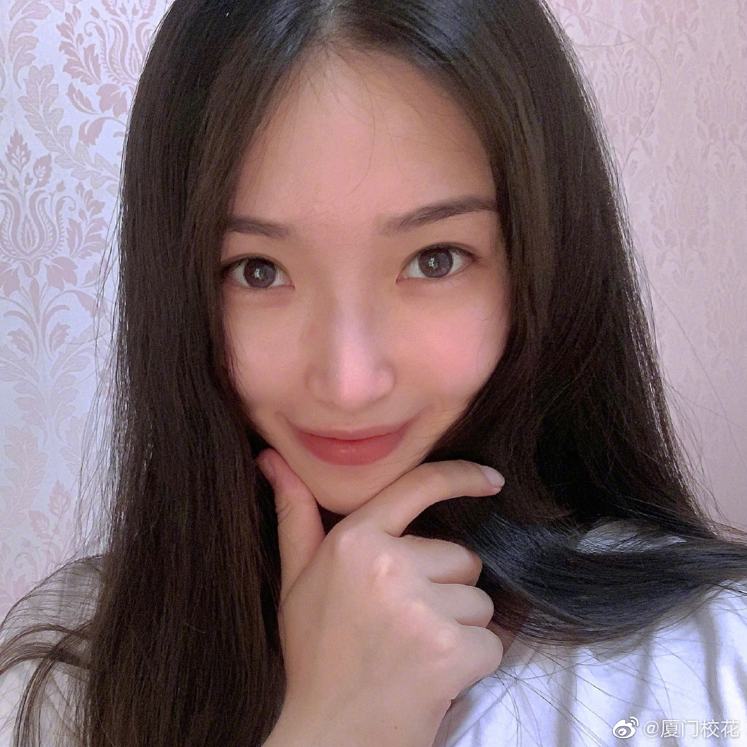 她叫陈雪,就读于中央戏剧学院,身高172cm,射手座,长腿MM