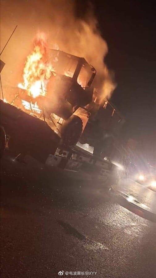 一支在伊拉克负责给美军运输补给的后勤车队遭到不明武装袭击