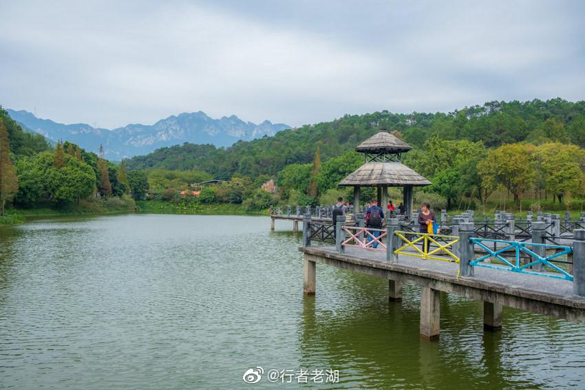 参观完广东清远上岳古村落,去佛冈田野绿世界吃午饭
