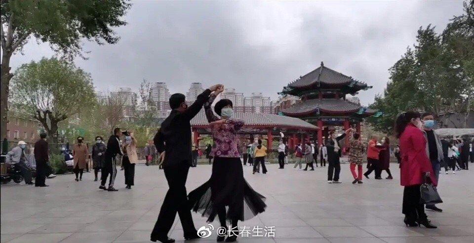 转自网友:长春劳动公园,交谊舞免费教学,交的还非常认真