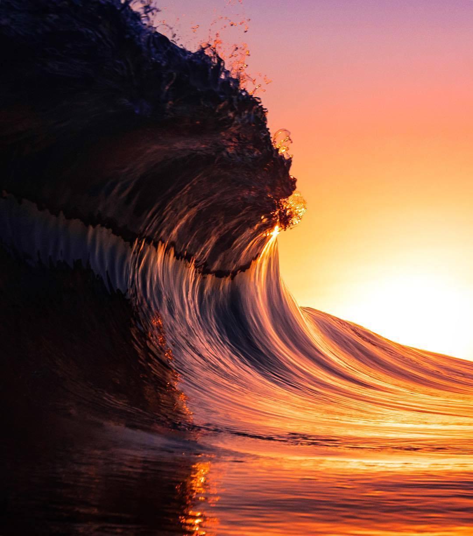 夕阳与大海相遇后的绝美幻境。ins:_stevenwilson