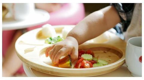 孩子用筷子的最佳年龄,不是两岁而是这个年纪,太早接触影响消化