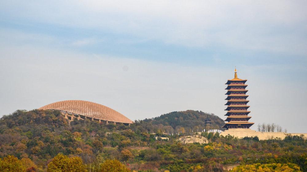 南京有一座最科幻的寺庙,夜色下美轮美奂令人流连忘返